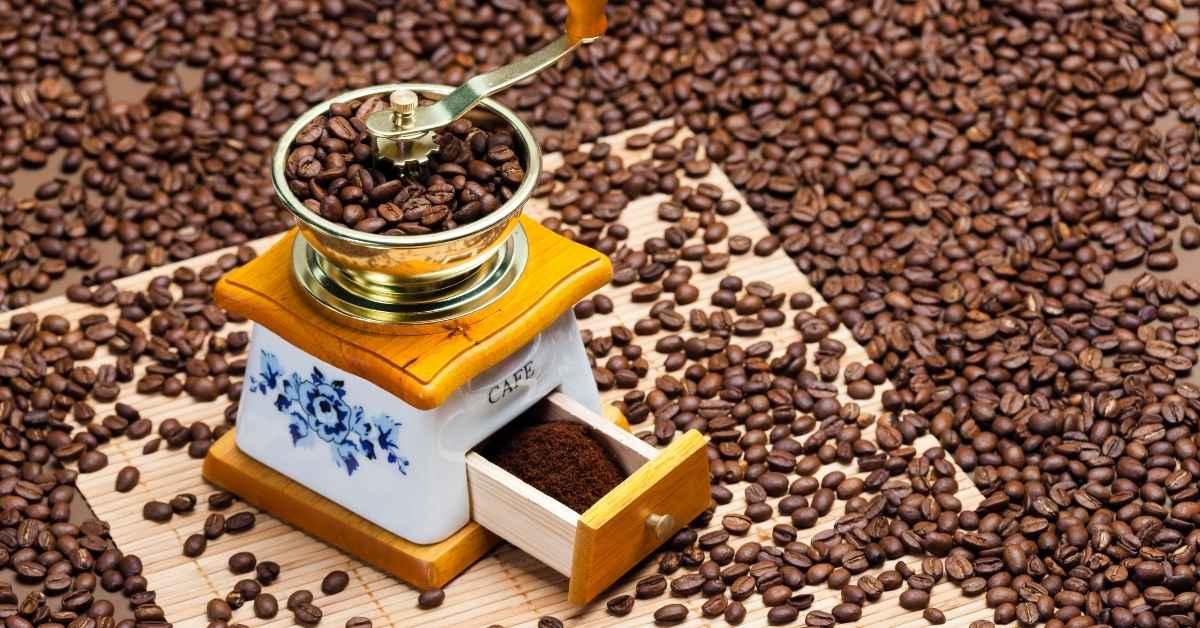 コーヒー 豆を挽く (1)