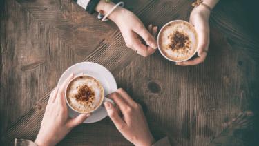 空腹にコーヒーを飲むと胃痛・嘔吐・手の震えが起きる可能性が?!