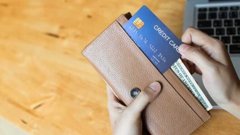 クレジットカード 何枚までえ