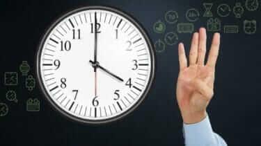 マネジメントは時間の使い方を管理して時間あたり生産性を向上