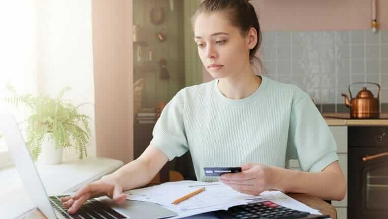 クレジットカード 税金