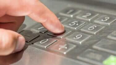 クレジットカードの暗証番号は必要?|入力間違いの回数|何回でロック