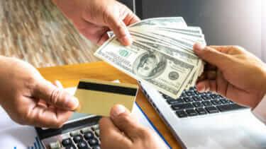 クレジットカードを作るなら、転職の前?後?